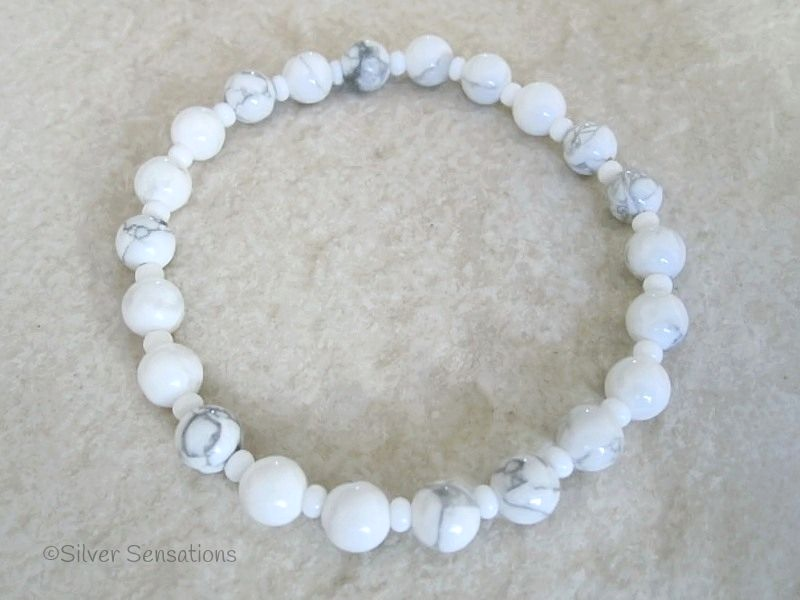 White & Pastel Grey Howlite Turquoise Beaded Fashion Bracelet